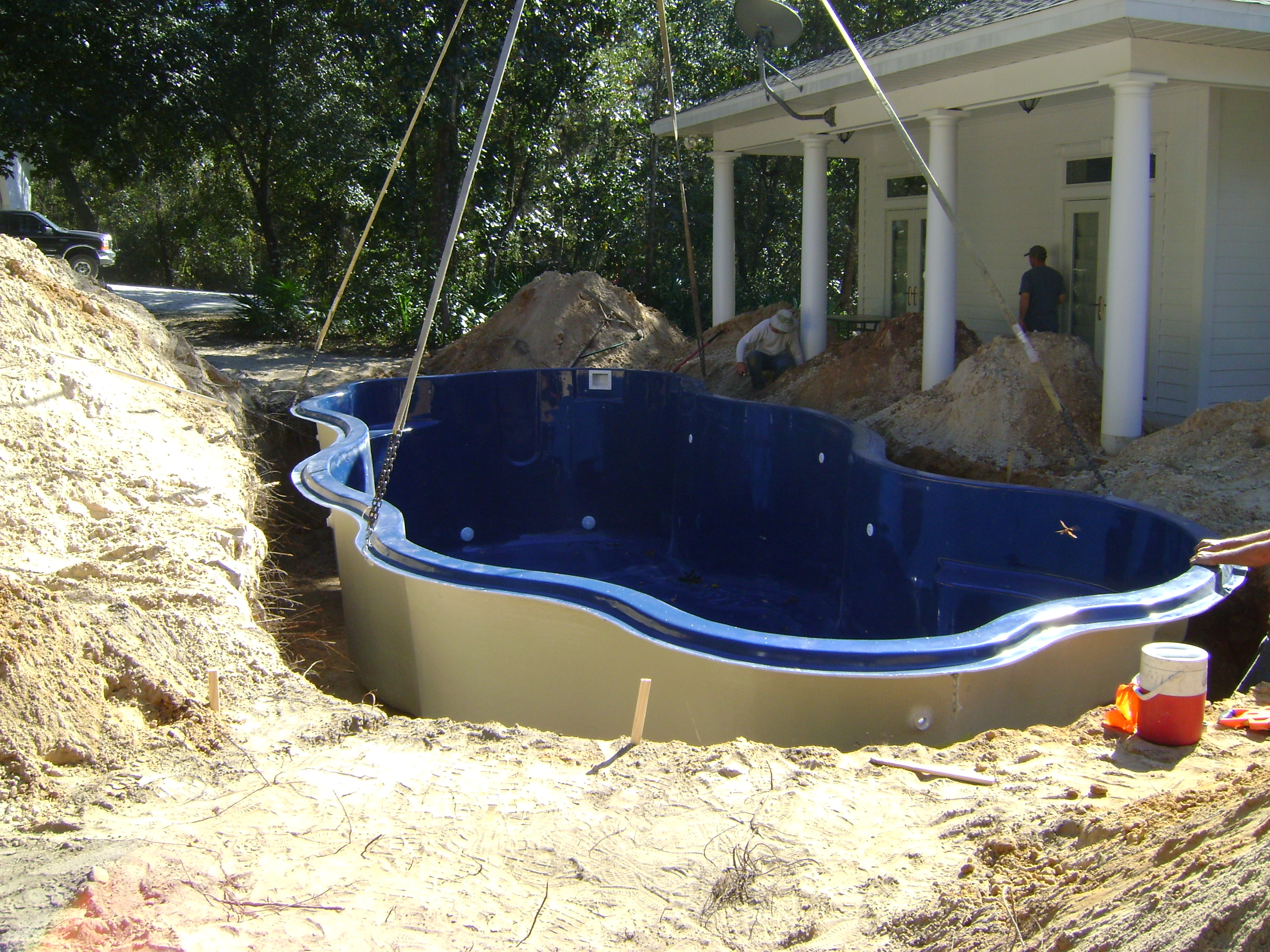 Hawaiian island pools fiberglass pool installation for Pool installation